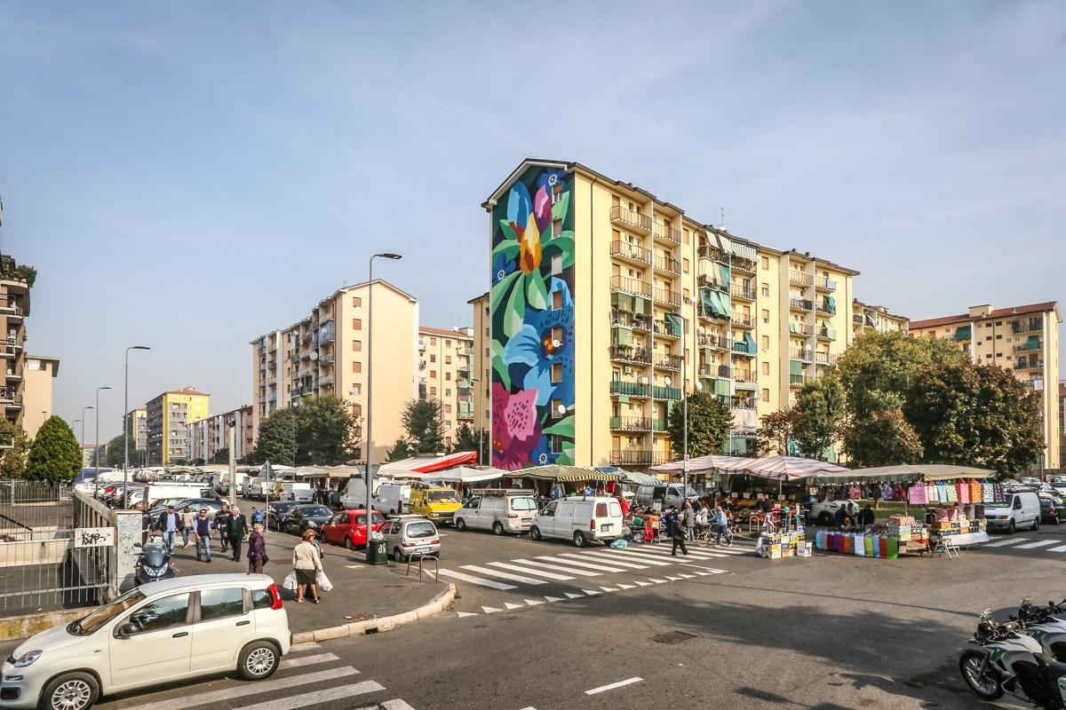 Mazzo Di Fiori Gigantesco.Fastweb Veste Milano Di Nuovi Colori Con Fastart Adc Group