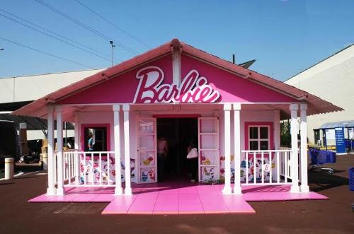 La Casa Di Barbie Colora Il Natale Di Serravalle Designer Outlet