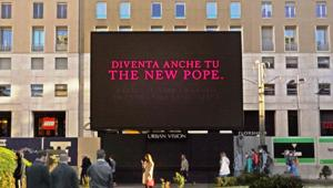 'Papa per un giorno' con l'activation di Urban Vision per il lancio della serie Sky Original 'The New Pope'